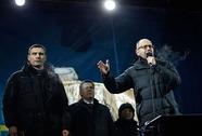 """Tổng thống Ukraine """"tự sát về chính trị"""""""