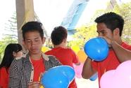 Cầu thủ U19 Việt Nam làm từ thiện