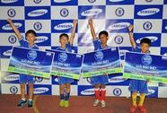 4 cầu thủ nhí được sang thăm Chelsea