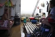 Người dân TP HCM lại khổ vì triều cường
