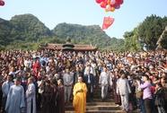 Khai hội chùa Hương: Vắng vẫn bát nháo !
