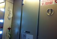 Khách Hàn Quốc trốn vào toilet hút thuốc trên máy bay Vietnam Airlines