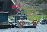 """Tàu tuần tra Triều Tiên """"đón"""" ông Obama?"""