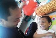 Vụ bé gái 4 tuổi bị bạo hành: Đưa bé Ngân đi giám định thương tật