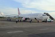 Binh lính Indonesia tràn lên máy bay Úc