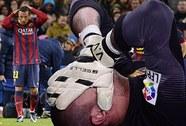 Rách dây chằng gối, thủ môn Valdes lỡ hẹn World Cup 2014