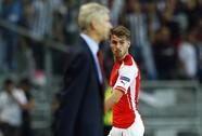 HLV Wenger không phục trọng tài phạt thẻ đỏ Ramsey