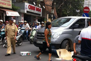 Xe chở tiền ngân hàng đi ngược chiều tông chết người đi bộ