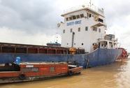 Đâm vào bãi đá ngầm, tàu hàng 2.000 tấn gặp nạn