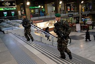 Vụ xả súng ở Pháp: Nghi phạm nhỏ tuổi nhất đầu hàng