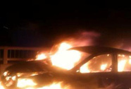 Hà Nội: Ô tô biển xanh cháy rụi ở đường trên cao