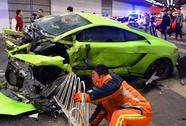 Trung Quốc: Lamborghini tông Ferrari, xé toạc đường hầm