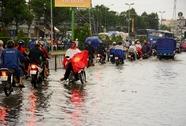 Mưa lớn buổi chiều, nhiều tuyến đường Sài Gòn đã ngập sâu