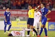 CĐV nghi ngờ trọng tài Myanmar ép Việt Nam