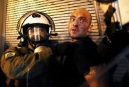 """Hy Lạp thông qua """"thỏa thuận tệ hại"""""""
