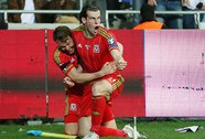 Bale bay cao với Xứ Wales