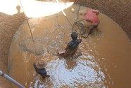 Dân Lý Sơn đào giếng khổng lồ chống hạn