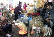 Chợ phiên trong lòng phố