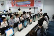 Ba sinh viên tranh tài tại cuộc thi tin học văn phòng thế giới
