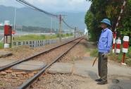 Giỡn mặt với… tàu hỏa: Quản chặt đường ngang