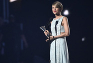 Mẹ con Taylor Swift tỏa sáng ở Academy of Country Music 2015