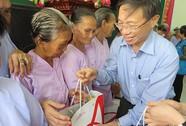 Ajinomoto trao tặng hơn 2.000 suất quà Tết