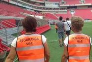 Brazil: Thuê 30 mẹ cầu thủ làm bảo vệ để tránh bạo lực