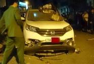 Hà Nội: Xe Honda CRV đỗ trước nhà nổ tung