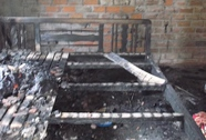 Cháy nhà lúc rạng sáng, vợ con chết, chồng bỏng nặng