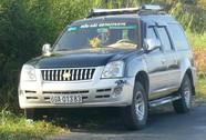 Người dân vây bắt ô tô gây tai nạn bỏ chạy