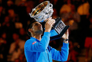 "Bái phục ""vua"" Djokovic"