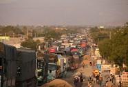 Phản đối ô nhiễm, Quốc lộ 1 kẹt cứng