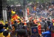 """""""Cướp"""" lộc ở lễ hội Đền Gióng là cướp có văn hóa!"""