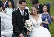 Andy Murray mặc váy trong lễ cưới giản dị