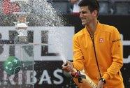 Lần thứ 4 chinh phục Rome Masters, Djokovic ăn mừng với cameraman