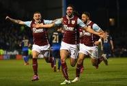 Gục ngã trước Burnley, Man City chính thức giương cờ trắng