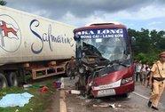 Xe khách tông xe container, 6 người thương vong