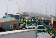 Hàn Quốc: 2 người Việt bị thương trong vụ 100 xe húc nhau