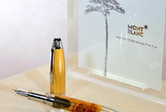"""Chiếc bút ngàn đô làm từ gỗ """"cây thông thần kỳ"""""""