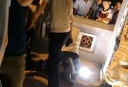 Hà Nội: La hét đập nát bát hương dưới chân Tháp Bút