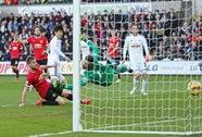 HLV Van Gaal: M.U quá xui xẻo ở trận thua Swansea