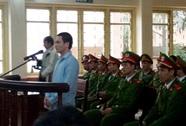 """Ngồi phòng khách """"xem tivi"""" toà xử Lý Nguyễn Chung"""