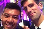 Lý Hoàng Nam diện veston ăn tiệc cùng thần tượng Djokovic
