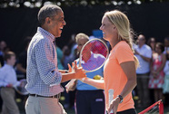Người đẹp Wozniacki so vợt cùng tổng thống Obama