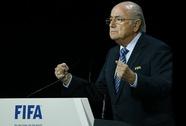 Blatter thừa nhận tham nhũng, đối mặt cuộc tổng công kích từ UEFA