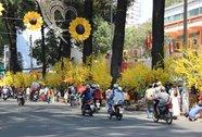 Đường phố Sài Gòn tràn ngập không khí Tết