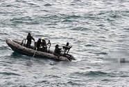 Vật lộn tìm QZ8501 dưới biển
