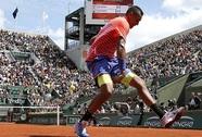 Cuộc chiến không cân sức của các tay vợt trẻ