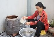 Sinh hoạt đảo lộn vì cúp nước