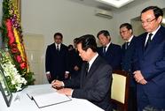 Thủ tướng ký sổ tang, chia buồn ngài Lý Quang Diệu từ trần
